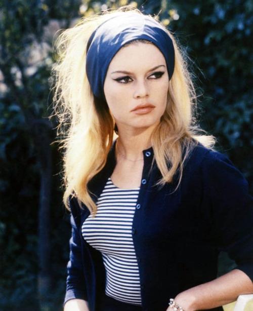 Stela 9 - Brigitte Bardot - And God Created Women